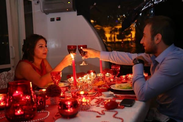 Candle-light-dinner-hochzeitsantrag-yacht