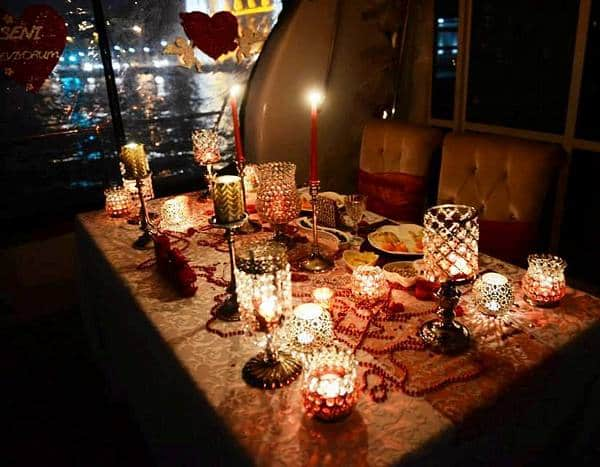 heiratsantrag-candle-light-dinner-tisch-deko-yacht-1