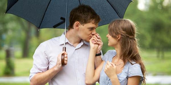 Heiratsantrag im Regen