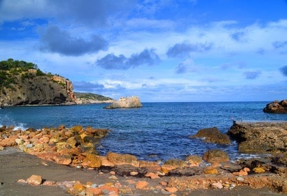 Heiratsantrag-am-Strand-von-Cala-xarraca-machen