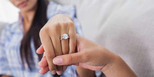 Die Geschichte des Verlobungsringes