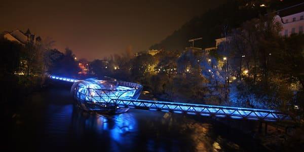 Murinsel in Graz bei Nacht