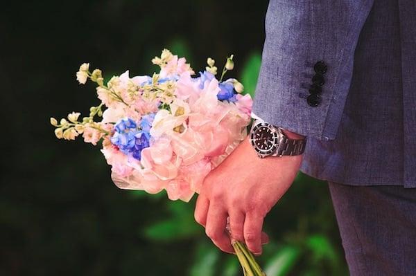 Heiratsantrag planen mit Blumen